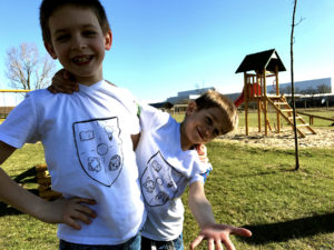 Ajándék fiúknak - egyedi gyerek póló