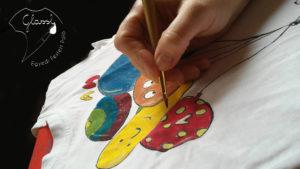 Egyedi póló készítés kézzel festve