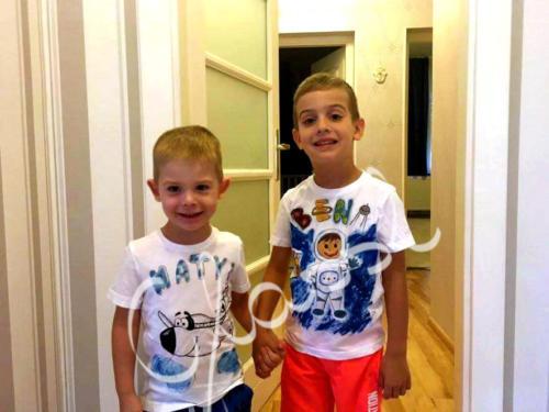 Testvér póló. Festett egyedi póló testvéreknek.