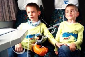 Testvér póló - festett dínós gyerek póló fiúknak.