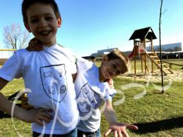 Családi pólók - festett egyedi páros póló testvéreknek.
