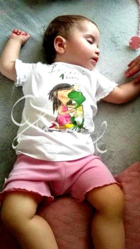 Ajándék lányoknak - egyedi gyerek póló. Festett póló.